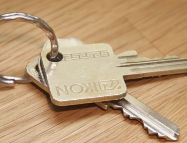 Demanding Closing Money vs. Delivering the Keys – What Should a Seller Do First?